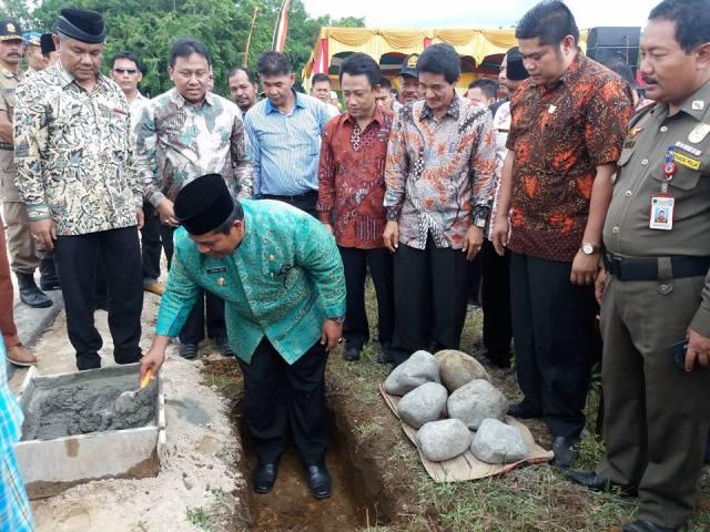 Wakil Bupati letak kan Batu Pertama Akademi Komunitas