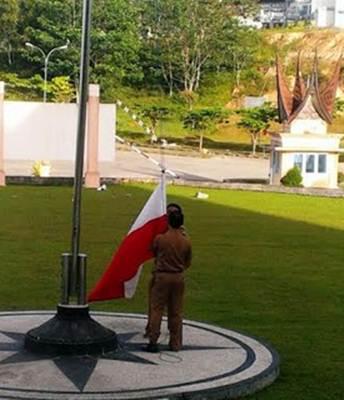 Temukan Bendera Terbalik, Wabup Ferizal Meradang