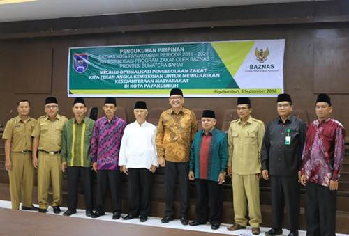 pengukuhan pimpinan Baznas Kota Payakumbuh periode 2016-2021, dalam acara di aula Balaikota di Bukik  Sibaluik Payakumbuh, Senin (5/9).