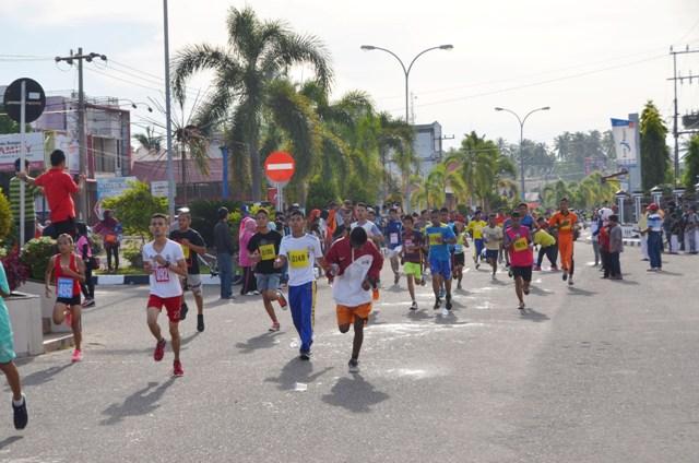 para peserta lomba lari 5k dan 10k yang diadakan disdikpora kota pariaman
