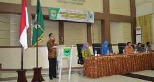 Sekdakab Padangpariaman Jonpriadi, SE. MM saat mebuka secara resmi Sosialisasi Pemberian Obat Pencegahan Massal Filariasis (POPMF), tahun 2016, di Hal IKK Parit Malintang Kamis (22/09).