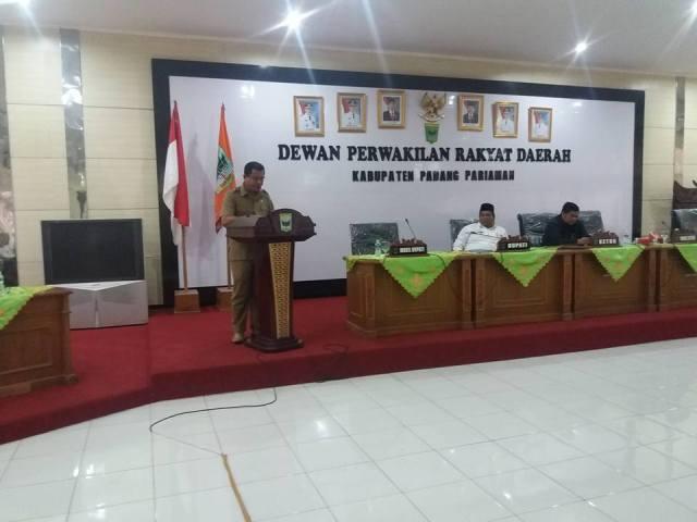 Eksekutif Bersama Legislatif Pada saat membahas Ranperda Padangpariaman di Aula DPRD