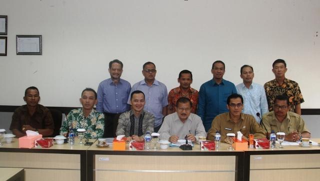 Bupati foto bersama dengan rombongan Komisi III DRPD Kab Bangka Tengah
