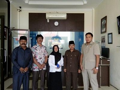 H Suparman dan anggota DPRD Payakumbuh lainnya mendatangi BNN guna tes urine