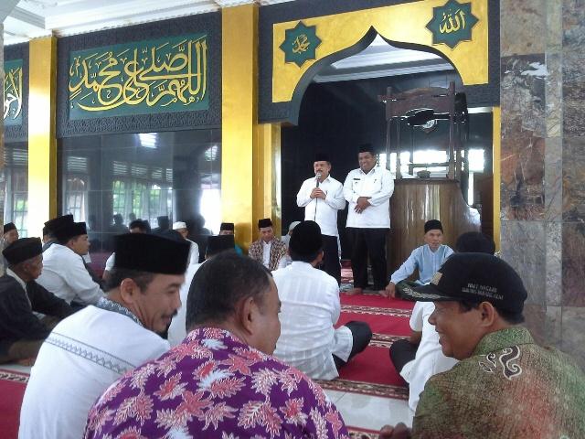 Ali Mukhni Bersama Wakilnya Shalat Juma'at bersama masyarakat Kampung Dalam