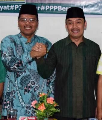 Bupati Limapuluh Kota Irfendi Arbi salam komando dengan Wakil Sekretaris Jenderal DPP PPP Muhammad Iqbal usai acara pembukaan Musyawarah Cabang VIII DPC PPP Kota Payakumbuh dan Kabupaten Limapuluh Kota di Hotel Mangkuto Payakumbuh, Sabtu (22/10).