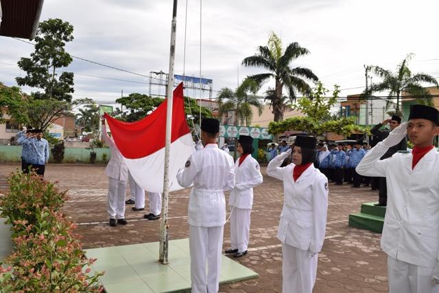 Ketua DPRD Irup Upacara HKN, Santri Peserta Pospenas Diapresiasi