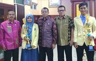 Dua Mahasiswa UNP Juara Esai Nasional