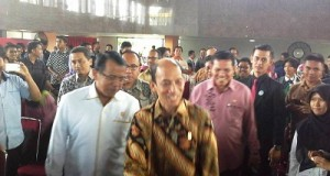 Wamen ESDM RI Archanra Tahar dan Rektor UNP Prof Ganefri