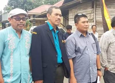 Tim penilai dipimpin H. Deden disambut tari pasambahan di Balai Jariang.