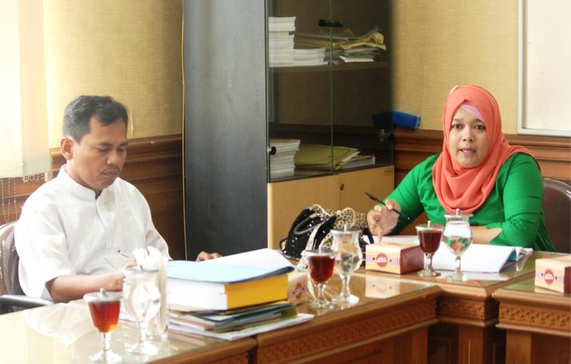 Rapat Kerja Komisi B bersama Mitra Kerja dalam Pembahasan RAPBD 2017