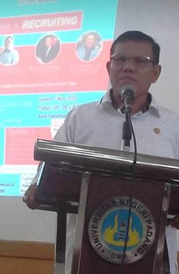 Wakil Rektor IV UNP, Prof Dr Syahrial Bakhtiar