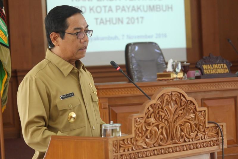 Plt Walikota Payakumbuh H. Priadi Syukur SH. MH menyampaikan Nota Penjelasan Walikota Terhadap Ranperda APBD Tahun 2017