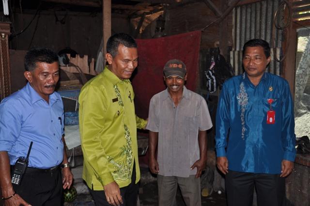 Wakil Walikota Pariaman Genius Umar Letakkan Batu Pertama Rehabilitas Rumah Tidak Layak Huni