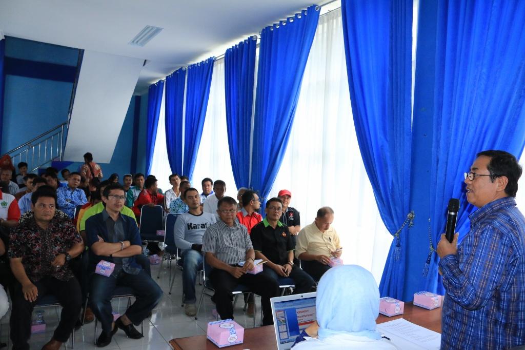 Plt. Walikota Priadi Syukur memberikan arahan kepada pengurus KONI dan cabor sebelum menuju Porprov Sumbar.