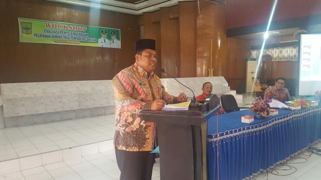 Wakil Bupati Padang Pariaman Suhatri Bur SE. MM, pada saat membuka dan sekaligus menjadi pemateri pada acara Workshop Evaluasi Penyelenggara Pelayanan Adminstrasi Kecamatan (PATEN)