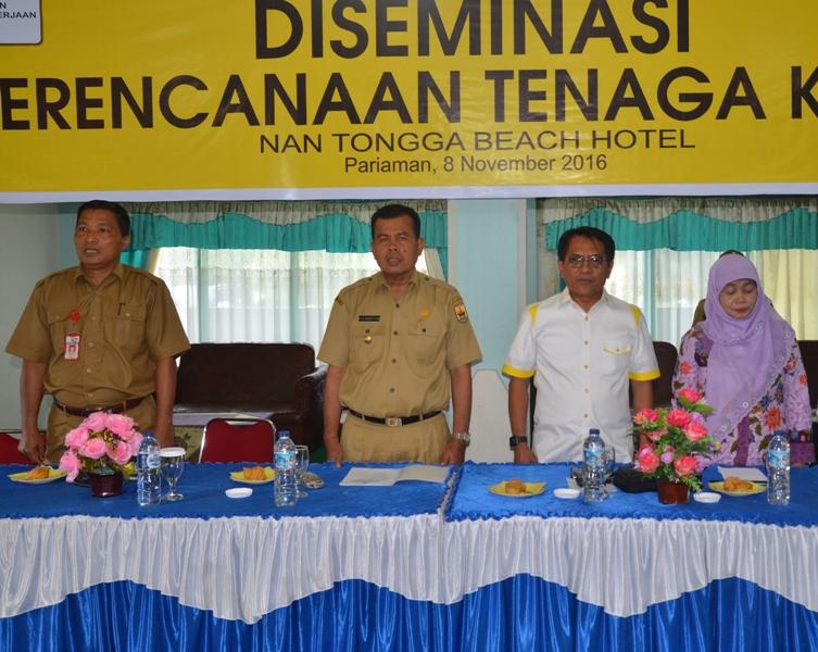 Mukhlis Rahman pada saat memberikan arahan acara diseminasi perencanaan tenaga kerja daerah di Kota Pariaman