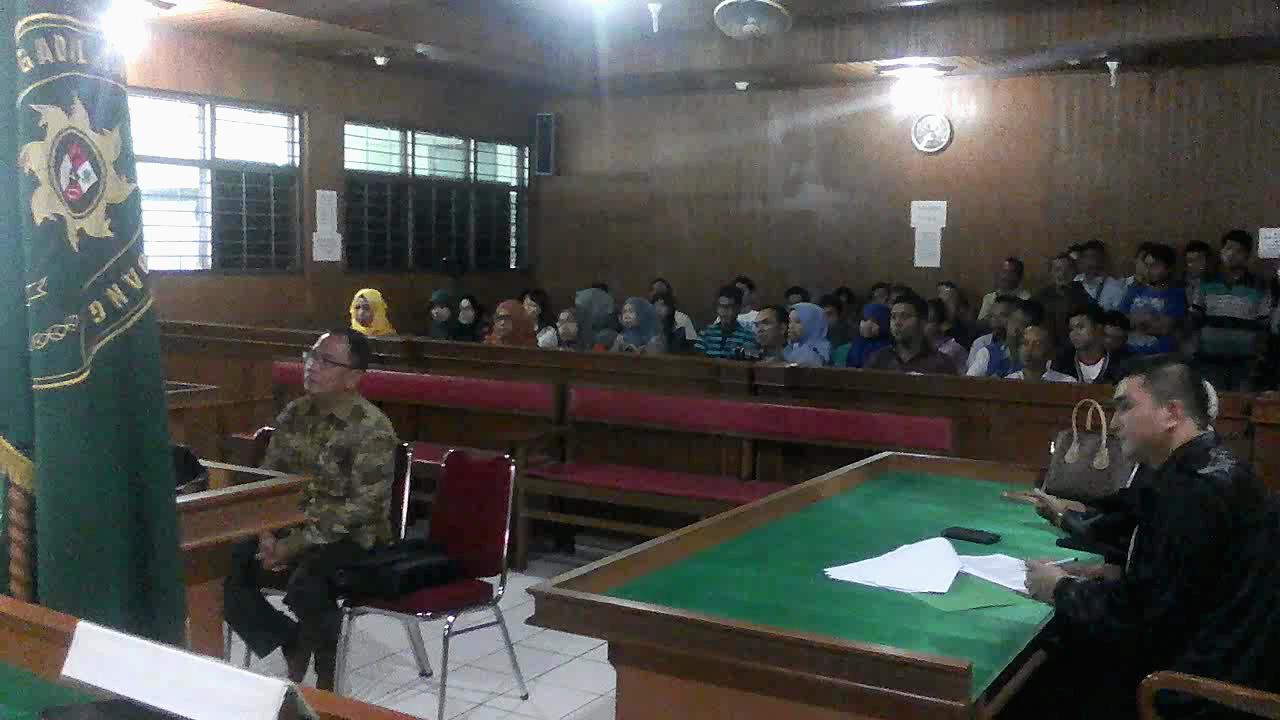 Direktur CV Semesta Berjaya Xaveriandy Sutanto duduk dibangku persidang mendengarkan tuntutan JPU.Sutanto dituntut empat tahun penjara terkait kasus dugaan gula ilegal tanpa Standar Nasional Indonesia (SNI) seberat 30 ton.