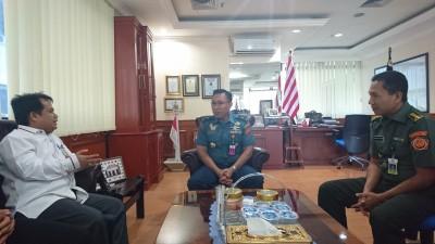 Wakil Bupati Limapuluh Kota Ferizal Ridwan ketika bertemu dengan Direktur Bela Negara, Laksamana Pertama TNI M Faisal di Kantor Kementerian Pertahanan RI di Jakarta beberapa waktu lalu.
