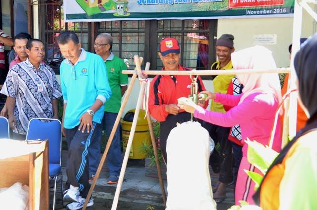 Genius Umar Pada saat Lounching Bank Sabiju Liber (Sampah Bisa Jadi Uang, Lingkungan Bersih) Tingkat Kota Pariaman