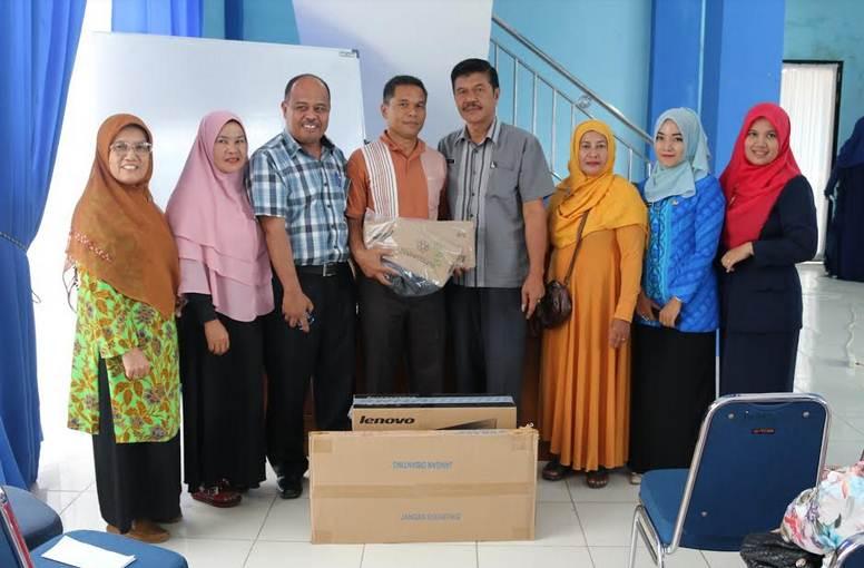 PT Telkom Bantu Kampung Rendang dengan Komputer