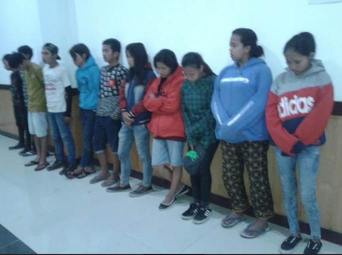 Satpol PP Ciduk 11 Remaja Tengah Kasmaran di Irigasi