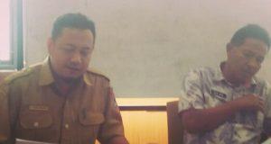 Kabid Humas Diskominfo Hendry Waluyo dan Kadis Elvi Jaya