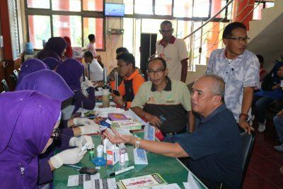 Asisten II Amriul Dt. Karayiang bersama sejumlah asn ikuti acara cek kesehatan yang diadakan oleh Dinas Kesehatan Kota Payakumbuh.