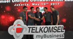 VP Brand and Communications Telkomsel Nirwan Lesmana, VP Enterprise Mobile Product Marketing Telkomsel Arief Pradetya, VP Corporate Account Management Telkomsel Primadi K. Putra, Director of Sales Cisco Systems Indonesia Rama Agung, dan President Director Master System Infotama Eddy Anthony, saat peluncuran Telkomsel Unified Collaboration, di Telkomsel Smart Office (TSO).