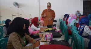 100 Pemuda Dilatih Menjahit Seragam SD, Usaha Kreatif Kewirausahaan Ditumbuhkan