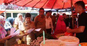 Tim mendata langsung data lapangan di Pasar Ibuah