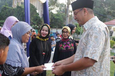 Walikota serahkan bantuan bagi warga miskin