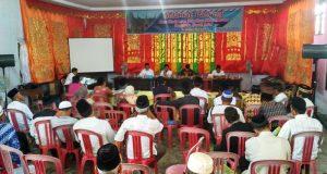 Wabup Ferizal Ridwan menjadi pembicara utama dalam kegiatan Pelatihan Penyelesaian Sengketa Tanah Adat di ruang Serbaguna Nagari Mungka, Rabu (18/10).