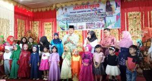 Bupati Irfendi ketika membuka secara resmi Jambore Pendidikan Anak Usia Dini (PAUD) Tingkat Kabupaten Limapuluh Kota di gedung Sago Bungsu Tanjung Pati, Rabu (13/12).