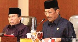 Wakil ketua DPRD Kota Payakumbuh H. Suwandel Muchtar dengan Wakil ketua DPRD Payakumbuh H.Wilman Singkuan yang memimpin sidang paripurna.