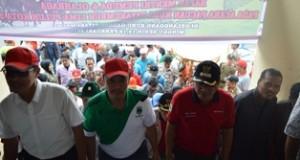 Menpora Imam Nahrawi didampingi Gubernur Irwan Prayitno, Walikota Riza Falepi dan tokoh pemuda Irfendi Arbi.