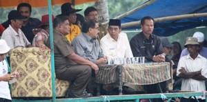 Penutupan Pacu Jawi di Sintuo Payakumbuh dihadiri Wakil Bupati Limapuluh Kota H Asyirwan Yunus dan Bupati Tanah Datar Shadiq Pasadigue, minus Walikota Payakumbuh.