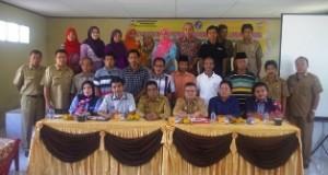 Wakil Bupati Limapuluh Kota Drs. H. Asyirwan Yunus, M.Si foto Bersama Dengan Peserta Lokakarya PNPM Mandiri Perkotaan