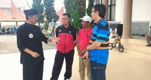 Ketua IPSI Kota Payakumbuh H Wilman Singkuan menjelaskan kesiapan IPSI Payakumbuh kepada Tim Monitoring KONI Payakumbuh