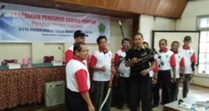 Ketua KONI Kota Payakumbuh Dedrizal bersama Ketua Perpani Payakumbuh Suparman SPd dan pengurus.