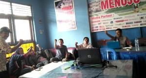 Para wartawan media di Balai Wartawan protes KPU