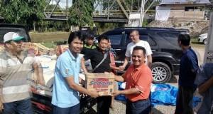 Kabua Saiyo bersama Wako Payakumbuh H Riza Falepi mengantarkan bantuan ke Pangkalan.
