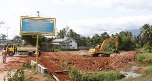 Pengedaman Sungai Batang Sikali di Jalan M. Yamin Payakumbuh, salah satu kegiatan percepatan serapan APBD 2015, untuk mengendalikan banjir di kota itu.