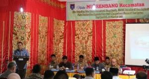 Wakil Walikota H. Suwandel Muchtar ketika memberi sambutan pada acara Musrenbang Payakumbuh Utara, Rabu.