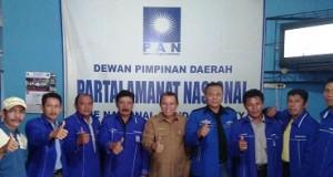 Tim Penjaringan Bakal Calon Walikota dan Wakil Walikota DPD PAN Payakumbuh bersama Bacalon H Suwandel Muchtar di Kantor DPD PAN. H Suwandel Muchtar kembalikan formulir pendaftaran.
