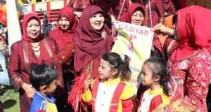 Ibu Nevi Irwan Prayitno selaku Bunda PAUD Provinsi Sumatera Barat dalam Gebyar PAUD tingkat Provinsi yang di hadiri Bunda PAUD beserta anak-anak PAUD Kabupaten/Kota se Sumatera Barat, Kamis (2/6/2016).