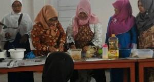 Di Lima Puluh Kota, Wanita Rawan Sosial Ekonomi Dibimbingan Teknis dan Dapat Bantuan Usaha