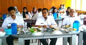 Kadispora Sumbar yang juga Plt Wako Payakumbuh H Priadi Syukur SH MH di jumpa dan silaturahmi dengan para Wartawan Payakumbuh di Rumah Makan Pangek Situjuah Payakumbuh