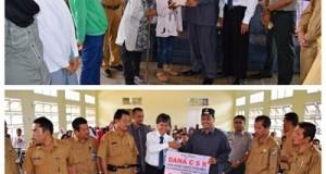 Bupati Irfendi Arbi membagikan dana Baznas dan CSR Bank Nagari untuk Pendidikan