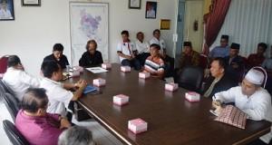 Wakil Bupati Limapuluh Kota, Ferizal Ridwan, bersama para tokoh Luak Limopuluah dan Tan Malaka Institute, menggelar rapat diskusi terkait pemindahan jasad Tan Malaka di kantor bupatyi setempat, Rabu (7/12) siang.